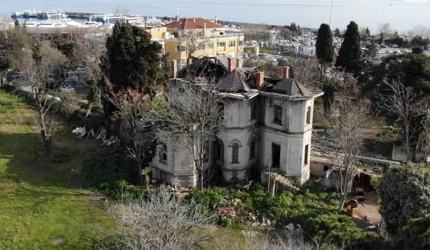 Kadıköy'de 118 yıllık tarihi köşk terk edildi, harabeye döndü