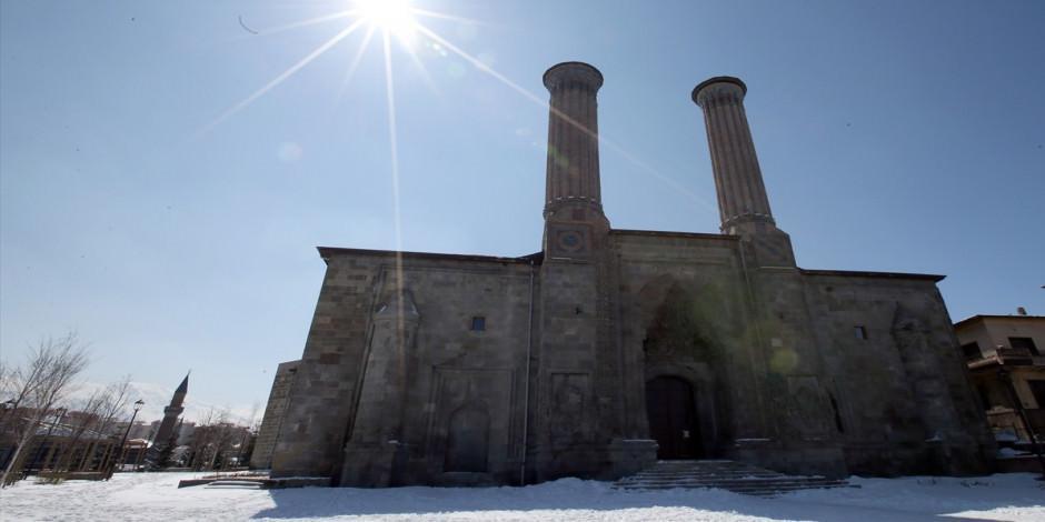 Kadim şehir Erzurum'un asırlık yapılarında tarihe yolculuk