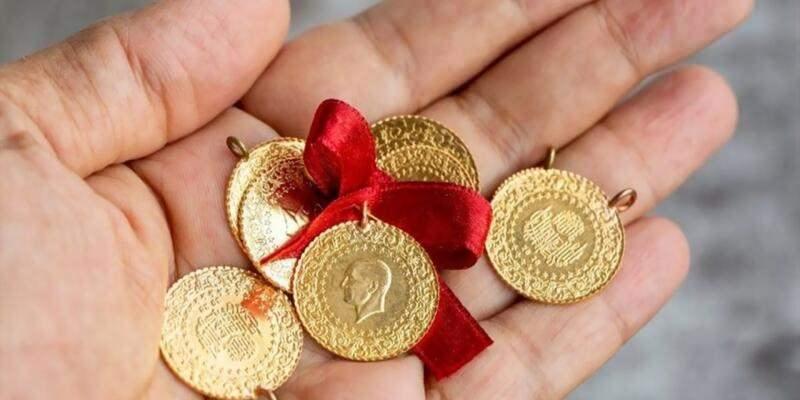 Altın fiyatları neden düştü? İşte altın fiyatlarında düşüşün nedeni: Dolar TL'de yaşanan geri çekilme, ABD tahvil faizlerindeki getiri ve Çin'den gelen pozitif veriler altın fiyatlarını bir anda aşağı çekti.
