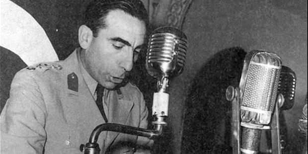 Alparslan Türkeş 27 Mayıs bildirisini okurken.