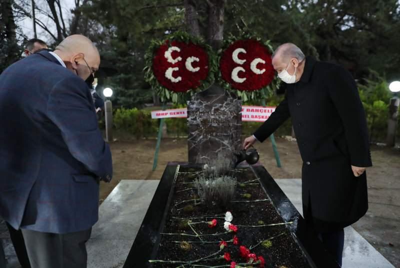 Başkan Erdoğan, Türkeş'in kabrini ziyaret etti