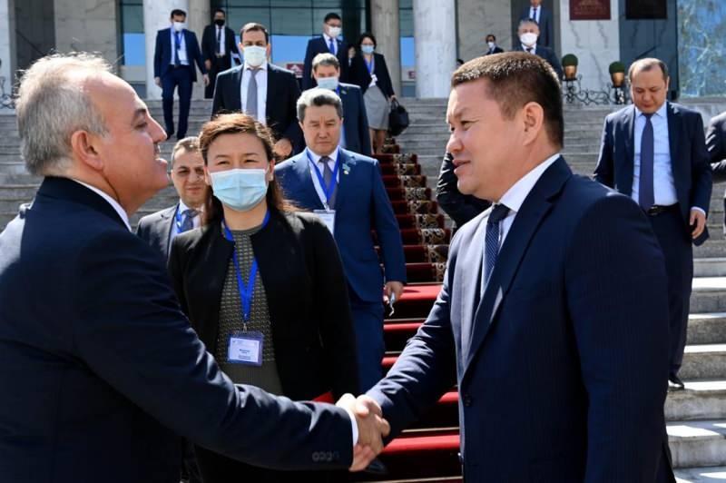 Kırgızistan'dan uçakta rahatsızlanan bebeği kurtaran Milletvekili Şeker'e teşekkür
