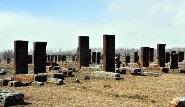 Ahlat'ın anıt mezarları 163 bin euorluk projeyle dünyaya açılıyor