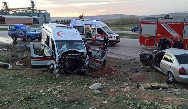 Ambulans ile otomobil kafa kafaya çarpıştı: 3 ölü, 3 yaralı