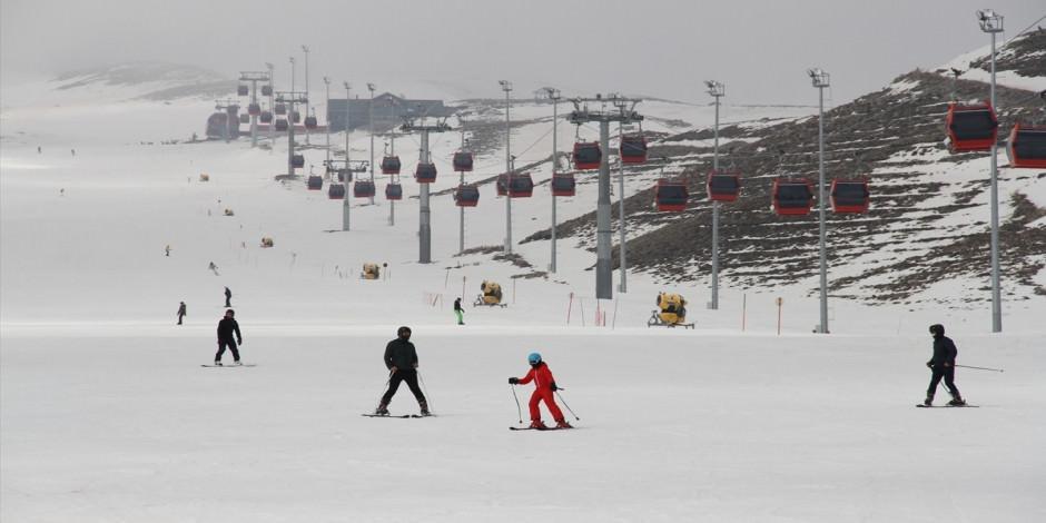 Nisan'da da kayak sezonu devam ediyor