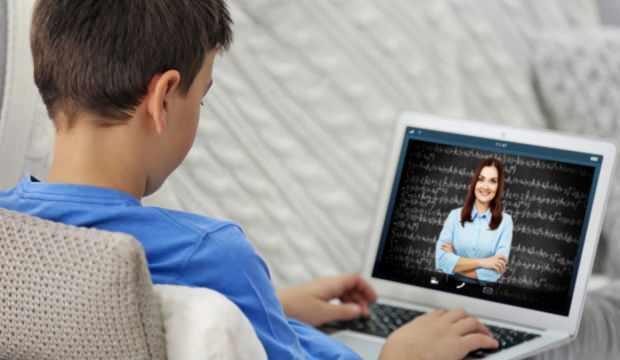 Dersi dinlemeyen öğrencileri tespit eden uygulama