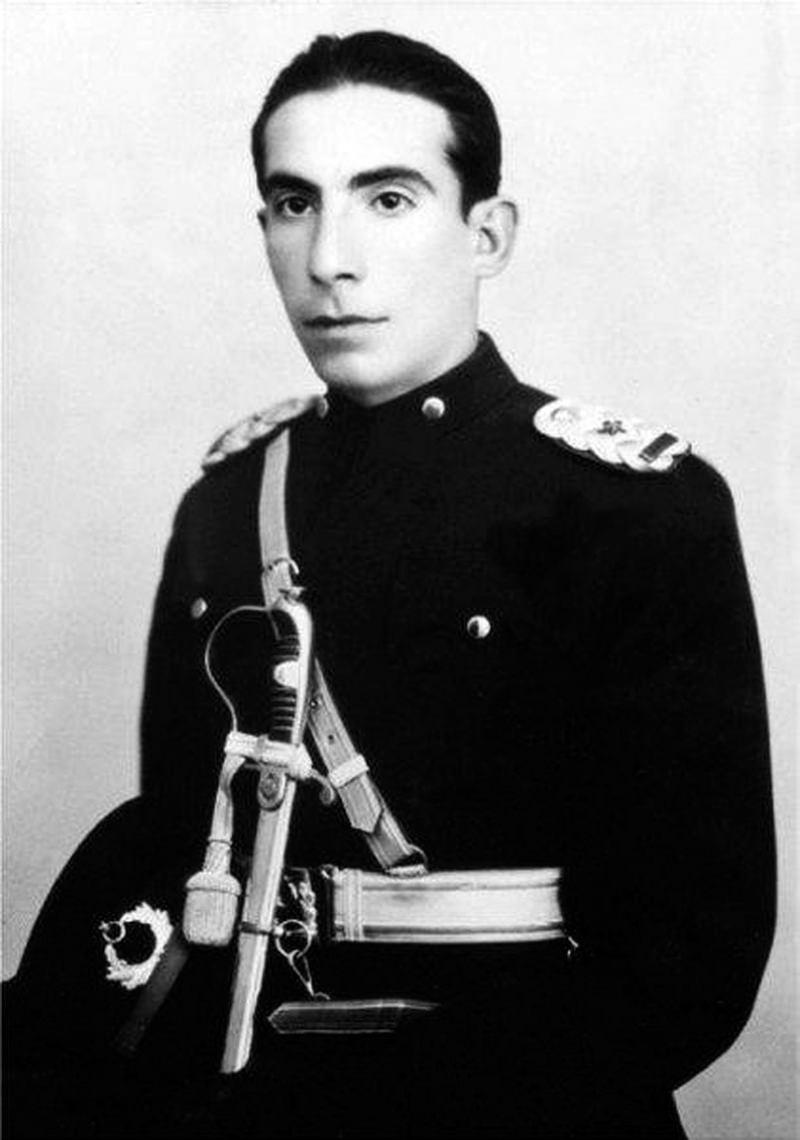 Alparslan Türkeş'in askeri lise yıllarına ait fotoğrafı.