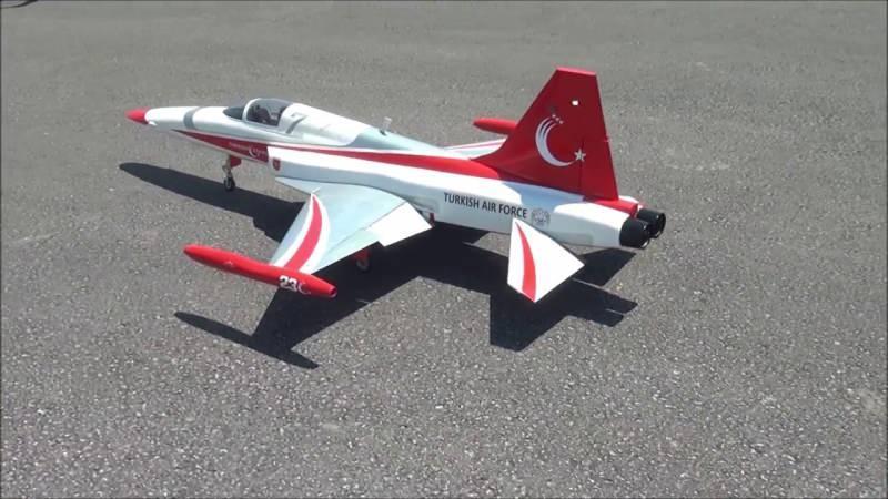 NF-5 Gösteri uçağı