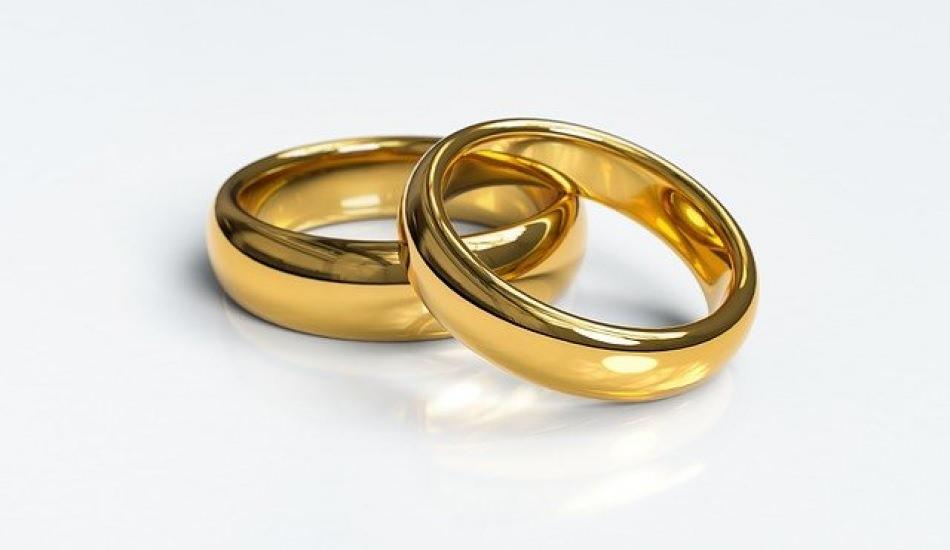 Zina eşe söylenmeli mi? Evlenmeden önce zina eden kişi eşinden saklamalı mı?