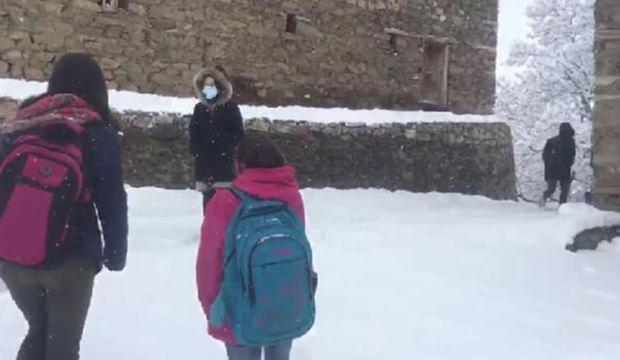 Van Bahçesaray'da yüz yüze eğitime bir günlük kar tatili