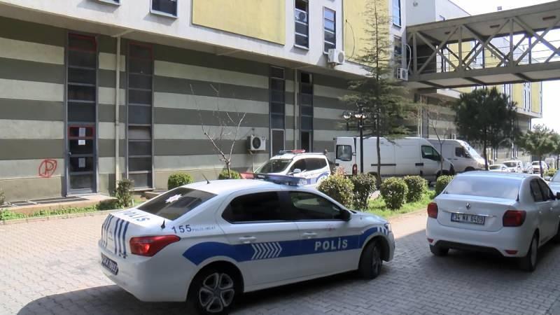 İhbar verilmesi üzerine olay yerine polis ve sağlık ekipleri sevk edildi.