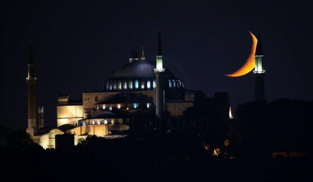 Ramazan hilali ile Ayasofya cami büyüledi
