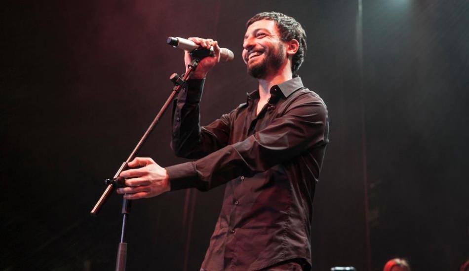 Ünlü şarkıcı Mehmet Erdem hakkında kabin görevlisine saldırdı iddiası