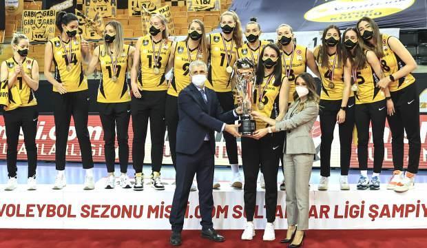 VakıfBank, şampiyonluk kupasını aldı