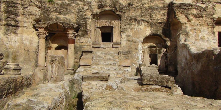 2 bin yıllık tarihi kaya mezarları ziyarete açıldı