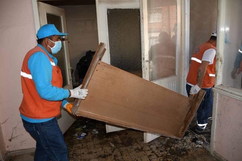 Bu arada Ahmet C. için Kuşadası Belediyesi Sosyal Yardım İşler Müdürlüğü'nce yeni eşyaların alınacağı bildirildi.
