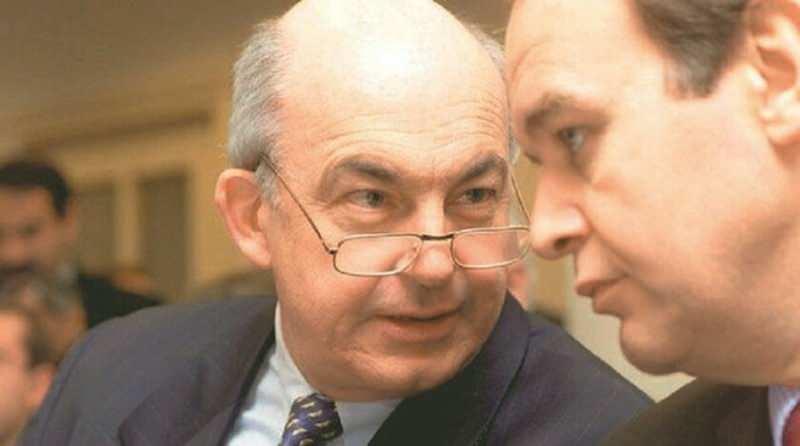 Derviş, Türkiye'de bakan olarak göreve geldikten üç gün sonra yani 16 Mart 2001 tarihinde Faik Öztrak'ı Hazine Müsteşarı yaptı.