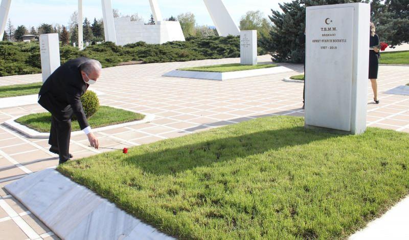 TBMM Başkanı Mustafa Şentop, Ermeni terör örgütü ASALA tarafından şehit edilen diplomatlar ve ailelerinin Cebeci Asri Mezarlığı'ndaki kabirlerini ziyaret etti.