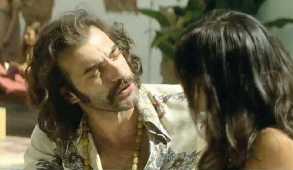 'The Serpent' dizisinde oynayan İlker Kaleli zirveye yükseldi!