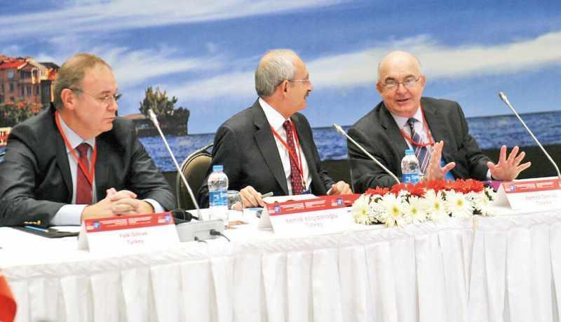AK Parti İktidara gelince Faik Öztrak, 21 Nisan 2003 tarihinde Hazine Müsteşarlığı görevinden ayrıldı. 2007 ve sonrası her seçimde CHP'den milletvekili yapılan Öztrak, şu an CHP sözcüsü olarak görev yapıyor.