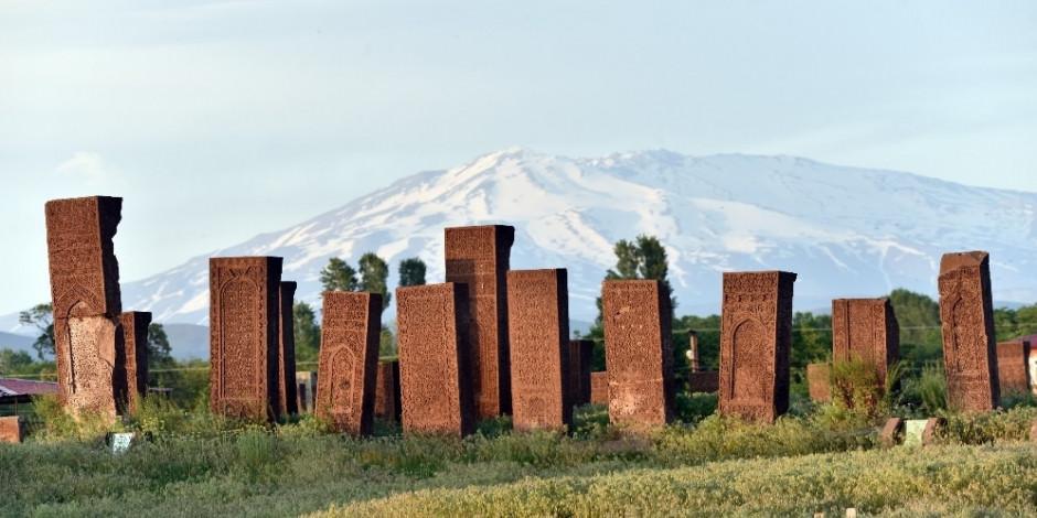 """Ahlat'ta """"Tarihin Görgü Tanıkları Ayağa Kalkıyor"""""""