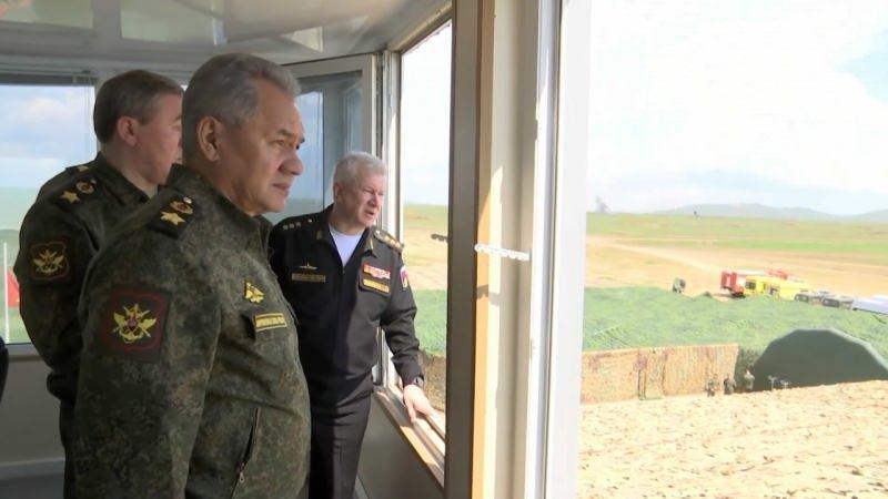 Rusya Savunma Bakanı Sergey Şoygu, Kırım'da tatbikatı yerinde takip etti.