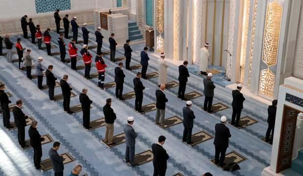 Cuma namazı bu hafta camilerde kılınacak mı? 23 Nisan'da camiler açık mı? İşte tüm detaylar