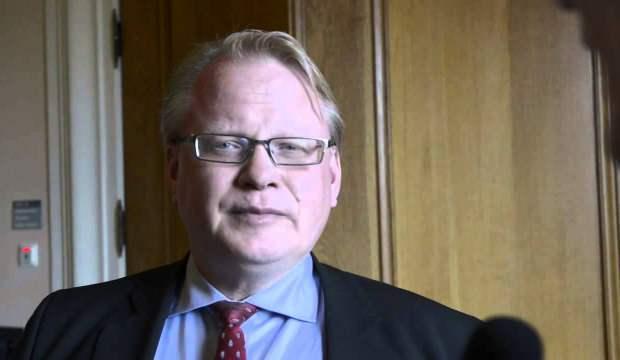 İsveç Savunma Bakanı Holtqvist, terörist elebaşı ile görüştü