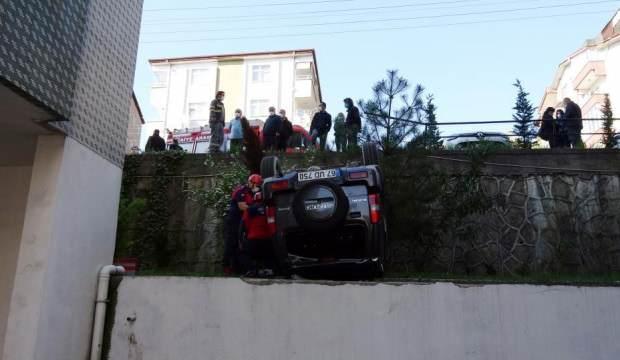 Otomobile çarpan cip site içine uçtu: 4 yaralı