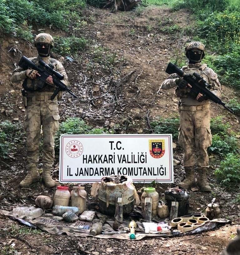Hakkari'de PKK'ya ait çok silah ve mühimmat ele geçirildi