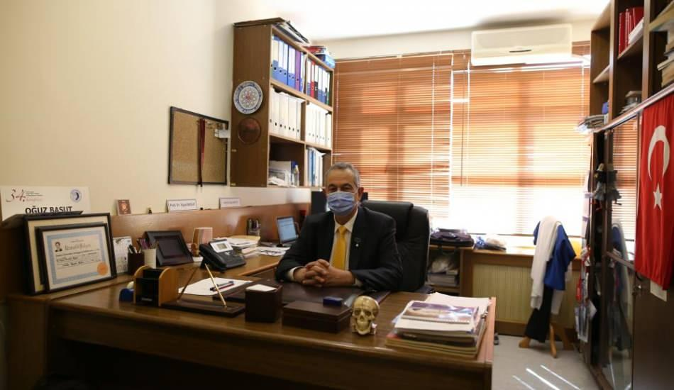 Ameliyat sırasında fenalaşan Prof. Dr. Oğuz Basut yaptığı büyük davranışla takdir topladı