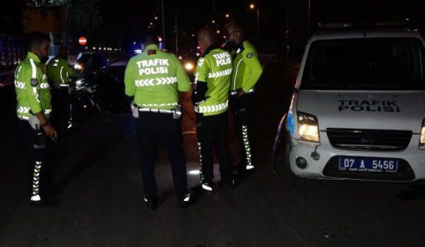 Antalya'da trafik polisleri çarpıştı: 1 polis yaralı