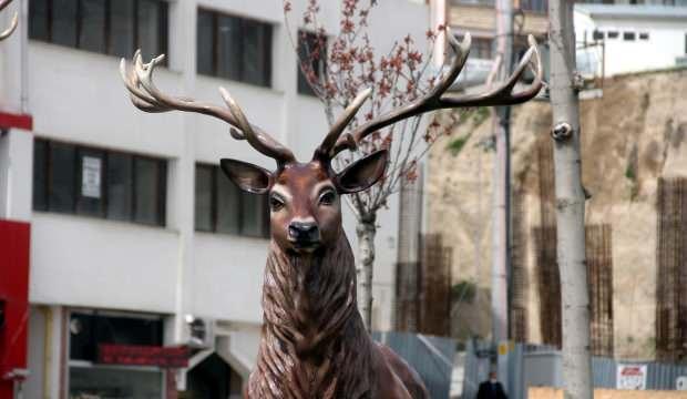 CHP'li Bolu Belediyesi, ayı heykeli yerine geyik heykeli yaptı