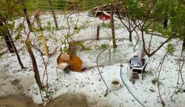 Elazığ'da dolu yağışı; tarım arazileri zarar gördü