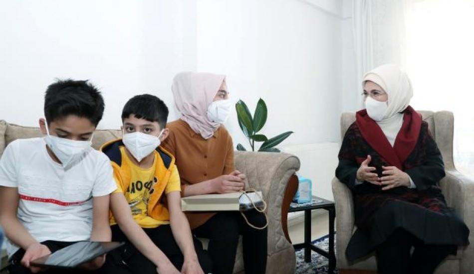 Emine Erdoğan Suriyeli bir aileyi ziyaret etti!