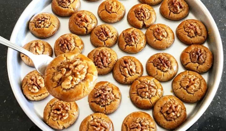 En kolay Cevizpare tatlısı nasıl yapılır? Kıyır kıyır Cevizpare tatlısı tarifi