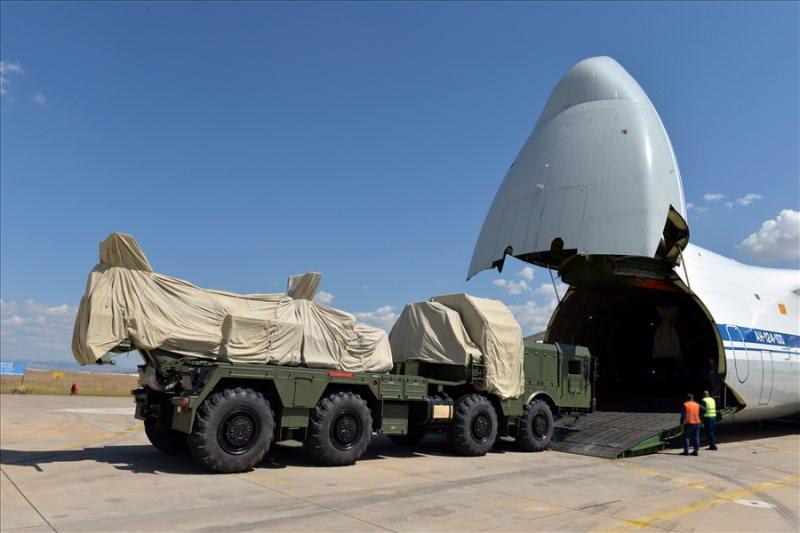 S-400 bataryaları Ankara'daki Mürted Hava Üssü'ne inmişti.