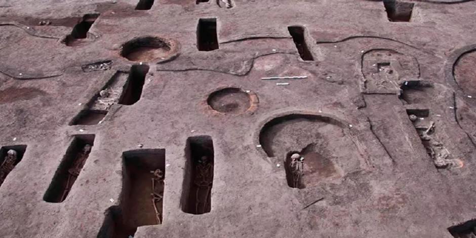 Mısır'da milattan öncesine ait 110 mezar bulundu