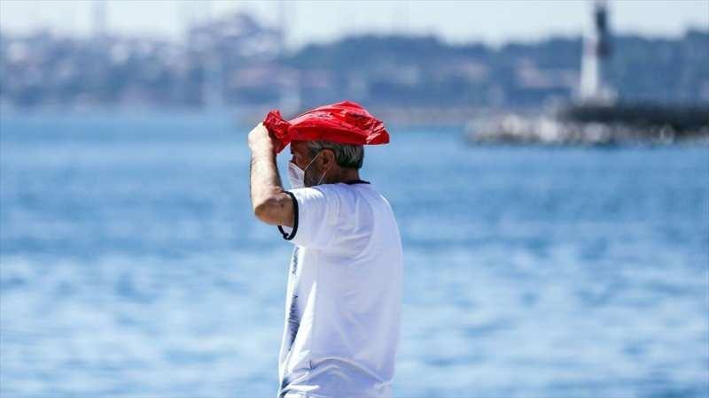 Marmara Bölgesi'nde sıcaklık gölgede 26, Ege Bölgesi'nde ise 34 derece seviyelerinde olacak.
