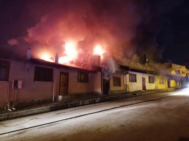 Kastamonu'da çıkan yangında 4 ev kül oldu 2 ev kullanılamaz hale geldi