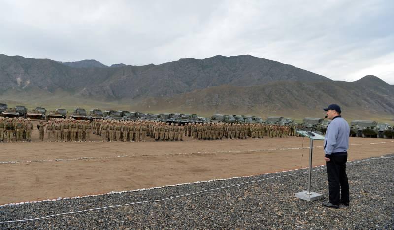 Kırgızistan Cumhurbaşkanı Caparov çatışma bölgesinde