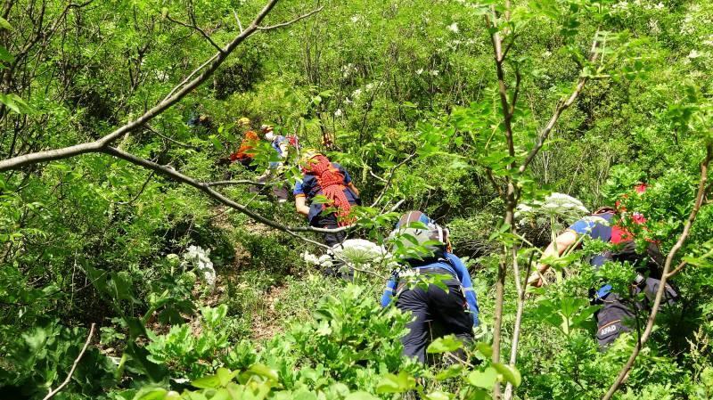 Polisten kaçarken kayalıkta mahsur kalan genç 6 saat sonra kurtarıldı