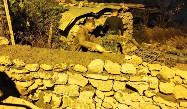 Duvar ustaları oruç tutabilmek için gece çalışıyor