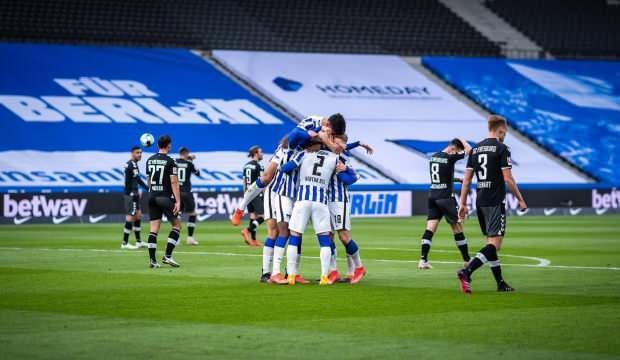 Hertha Berlin erteleme maçında Freiburg'u rahat geçti!