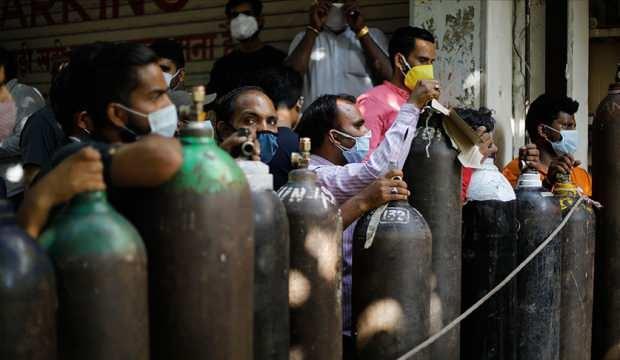 Hindistan'da 688 binden fazla hasta için tıbbi oksijene ihtiyaç duyuluyor