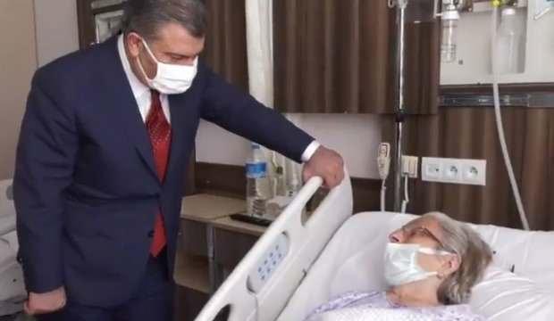 'Kimsem yok' diyen hastaya Fahrettin Koca 'Biz varız' diyerek devletin desteğini gösterdi