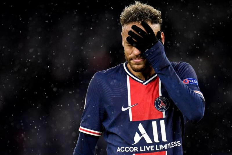 Mahrez'in gollerinin ardından Neymar'ın sinirli halleri dikkatlerden kaçmadı.