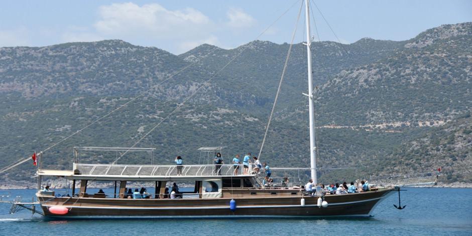 Yatlar Akdeniz'in mavi sularıyla buluştu