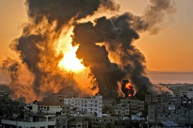 İsrail jetlerinin saldırıları sonrası oluşan bir görüntü