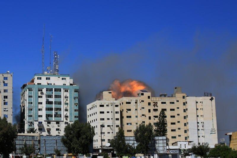 İsrail AP ve Al Jazeera ofislerinin de bulunduğu binayı vurdu